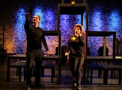 Dos actores durante la representación de Ensayando a un Don Juan