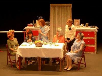 Actores durante una representación de la obra