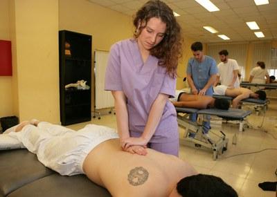 Alumnos de fisioterapia en un aula de la Escuela