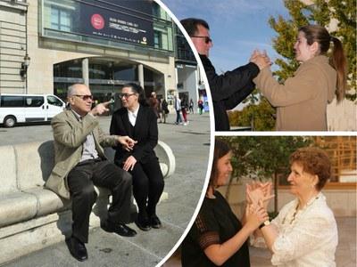 Varias personas con sordoceguera junto a sus mediadores